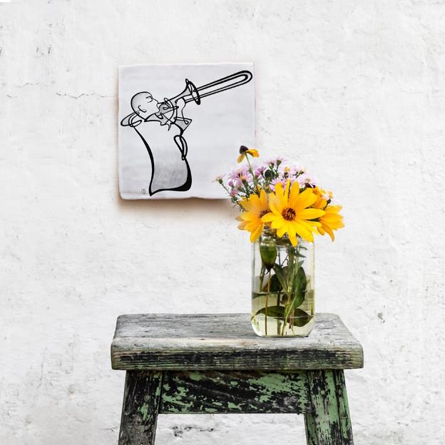jazz-azulejo-músico-tocando-trombón-losa-20x20-ppmiralles-cerámica-de-autor-venta-on-line